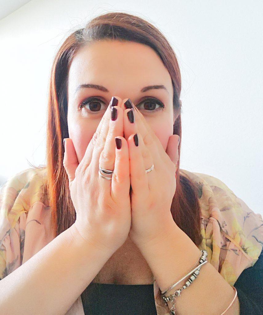Ansia e Panico | Tecnica di respirazione con mani a conchetta